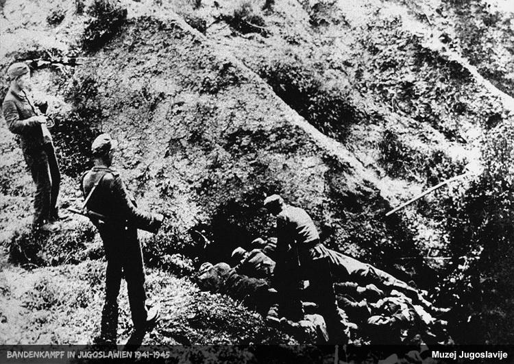 Nemci ubijaju ranjenike