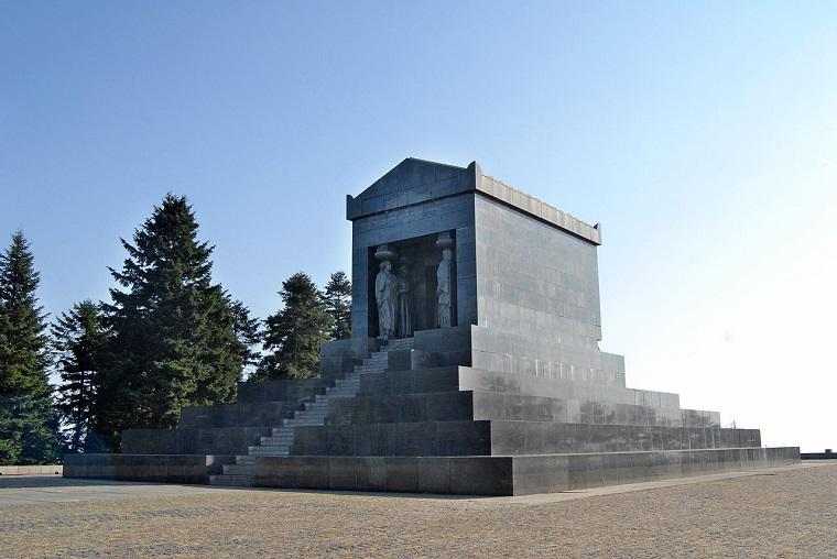 Spomenik na Avali